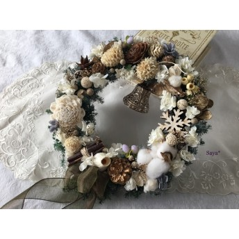 White nuts Christmas wreath  クリスマス リース ギフト