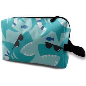 サングラスをかけているサメ 化粧品袋 トラベルコスメティックバッグ 防水 大容量 荷物タグ付き 旅行収納ポーチ アレンジケース パッキングオーガナイザー 出張 旅行 衣類収納袋 スーツケース整理 インナーバッグ メッシュポーチ 収納ポーチ