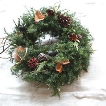 冬支度のクリスマスリース