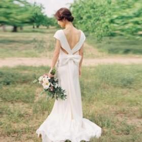 ウエストリボン ウェディングドレス 白 二次会 花嫁 大きいサイズ ウェディング カラードレス 赤 袖あり エンパイアライン 背中開き
