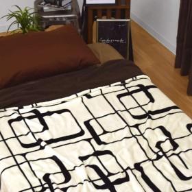 毛布 二枚合せ ブランケット キングサイズ メビウス 約200×250cm アイボリー 幾何柄 フランネル シープボア 軽い もこもこ 洗える