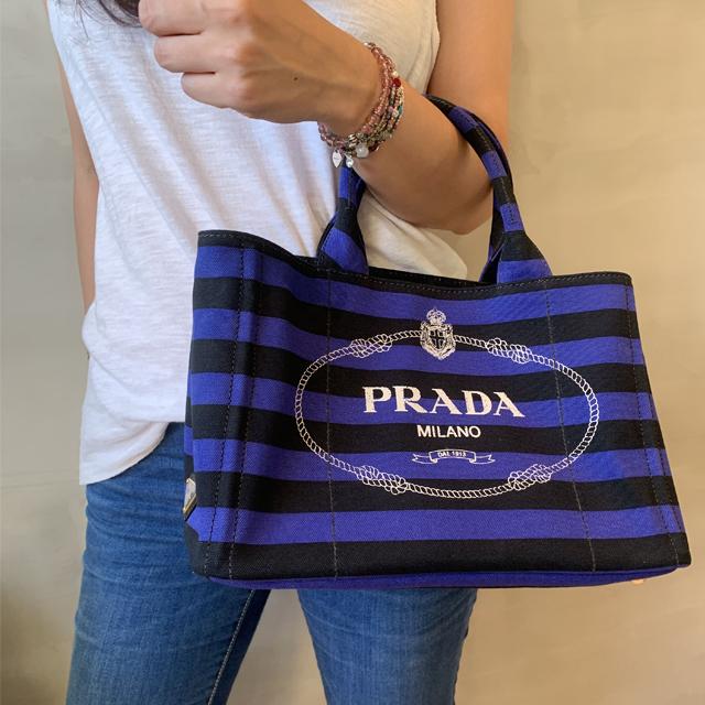 【PRADA】藍黑條紋白字logo兩用帆布海灘包