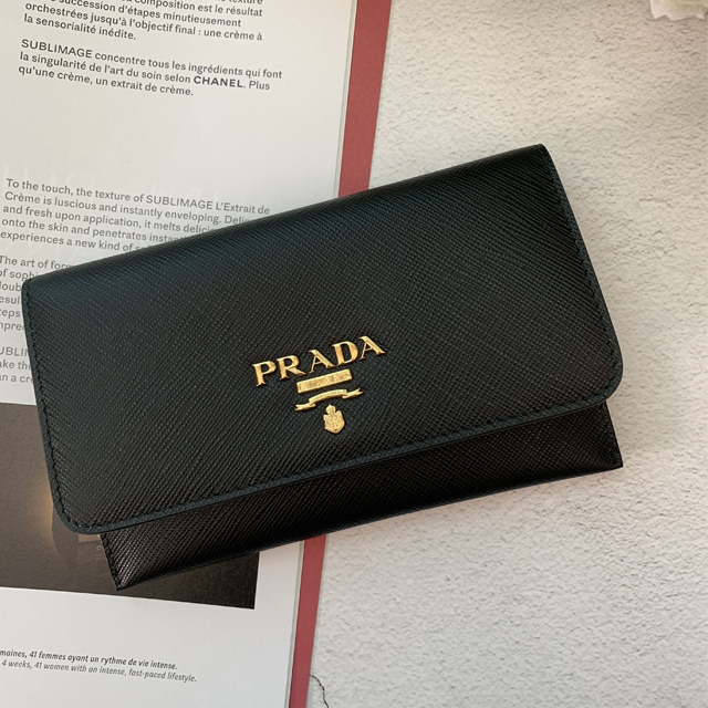【PRADA】黑色防刮皮扣式掀蓋卡夾