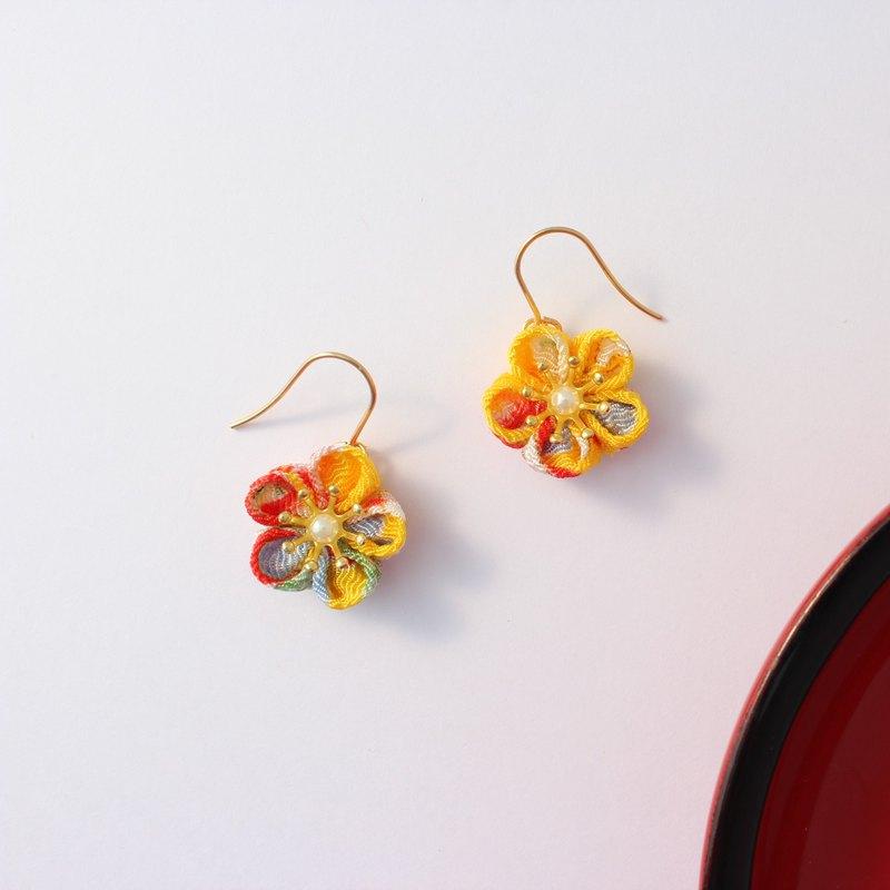 耳環/耳環旋鈕Chirimen日本圖案黃色