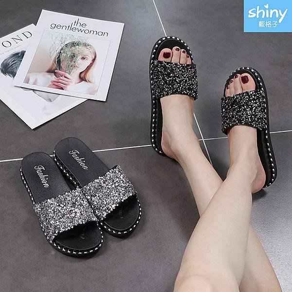 【V8983】shiny藍格子-閃亮時尚.夏季時尚亮片休閒平底防滑拖鞋