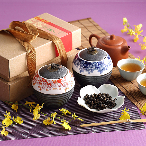 【茶鼎天】青花瓷鐵繡釉茶罐-台灣高山茶禮盒(100gx2罐)給最有品味的您!