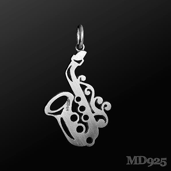 【小叮噹的店】全新 香港 MD PS001 薩克斯風-霧面 項鍊墬子 香港進口 925純銀 項鏈