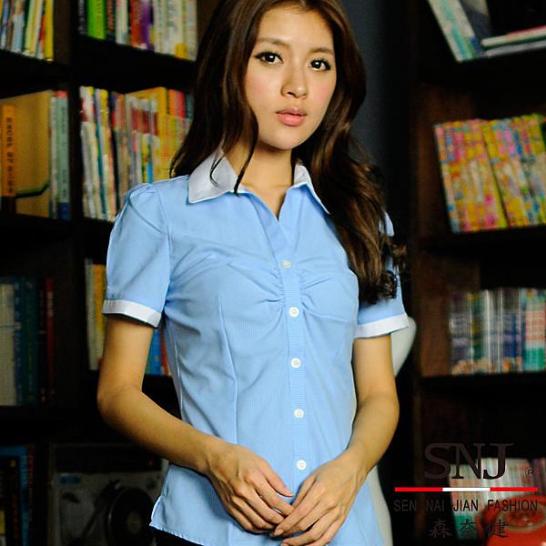 更改商標中,庫存售完為止【S-44EY】優雅成熟OL吸濕排汗胸口細摺短袖女襯衫(水藍色條紋)