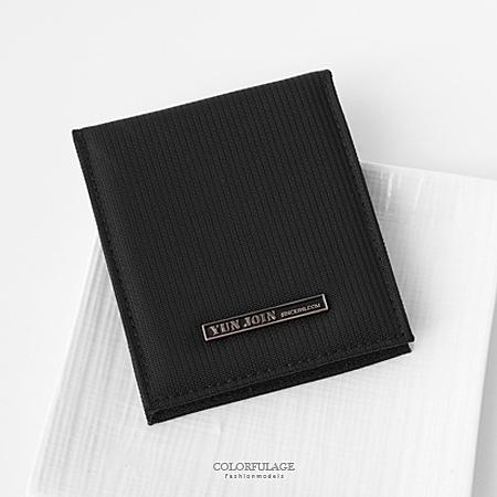 皮夾 簡約鐵牌英文字黑色尼龍對折短夾 貼心收納小配件 輕巧耐髒實用【NW453】有零錢袋