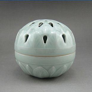 青瓷   手工鏤空托燒香爐 陶瓷