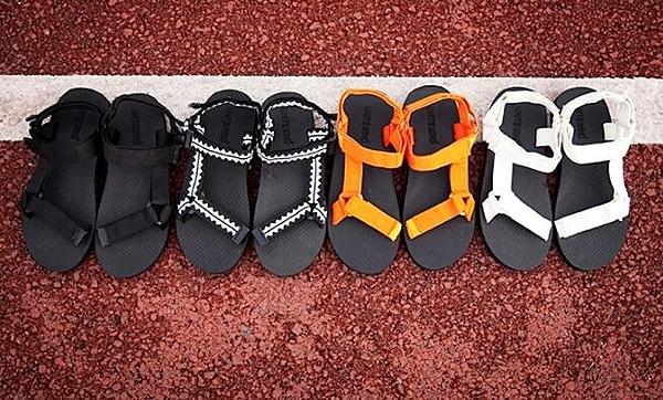 找到自己 MD 韓國 時尚休閒 潮 男 四色 魔術貼 羅馬涼鞋 拖鞋 海灘鞋
