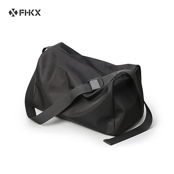 單肩包男斜挎包大容量運動健身包