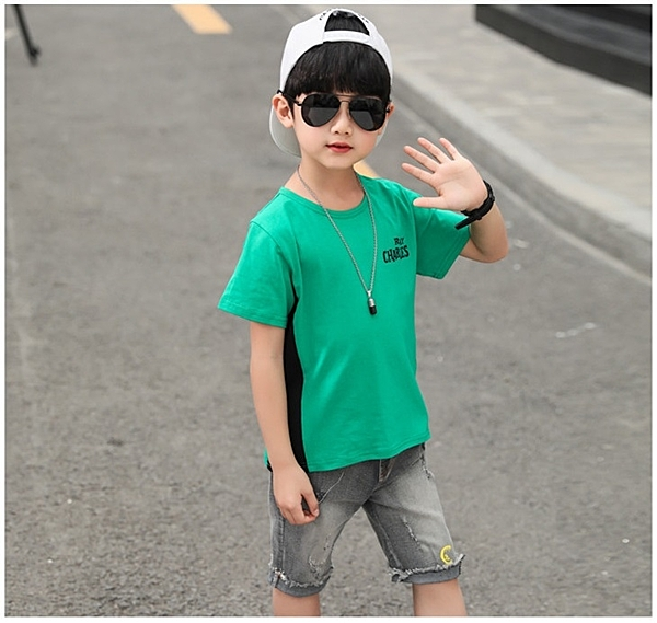 衣童趣♥韓版 男童 個性字母拼接撞色上衣+短刷白牛仔褲 兩件式套裝