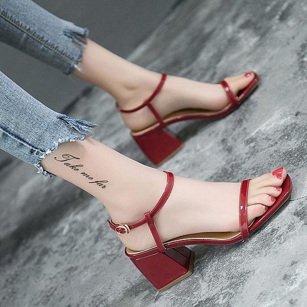 女鞋韓版露趾中跟高跟鞋晚晚同款百搭一字扣粗跟涼鞋