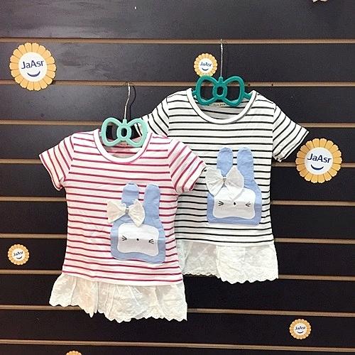 ☆棒棒糖童裝☆(3093)夏女童橫條貼布小兔拼裙邊上衣 5-15 粉;藍