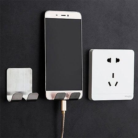 輕鬆收納插頭,安裝方便免打孔、鑽洞。n可當手機充電架,不用怕充電線過短的問題,也不必擔心收納問題。