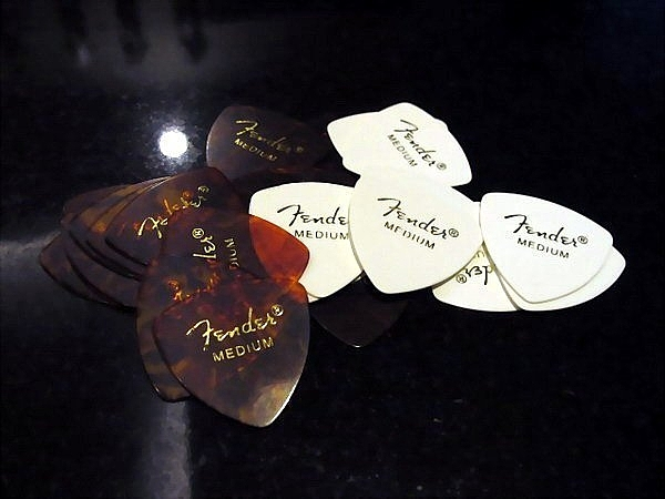 ☆ 唐尼樂器︵☆ Fender 大三角 Medium 烏克麗麗/木吉他/電吉他/電貝斯 Bass PICK 彈片