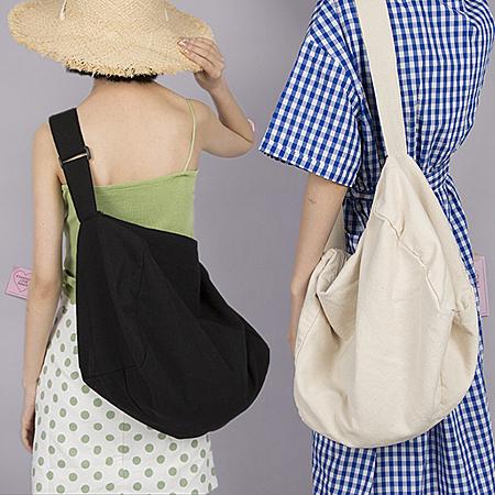素面無印大容量斜背包帆布包 學生書包斜垮包  2色【F929236】