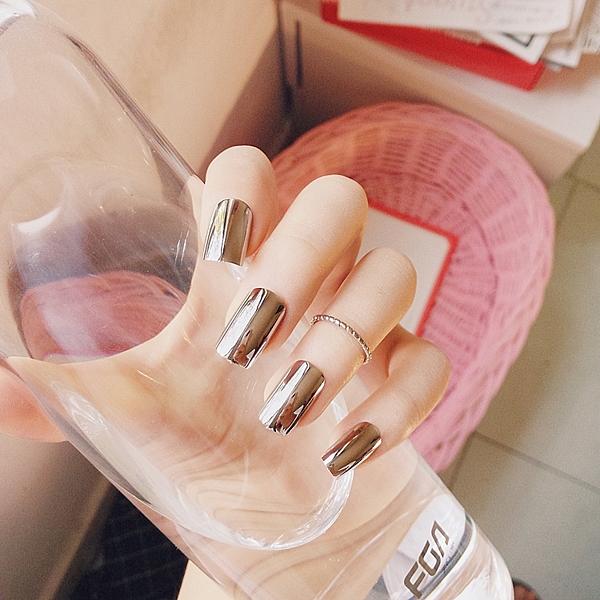 限定款光療感指甲油歐美長版朋克金屬煙灰色鏡面美甲成品假指甲貼片 24片送膠水配外套皮衣風衣