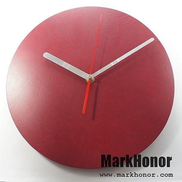 簡約風格-圓型 100%真皮 皮革 靜音 時鐘 掛鐘 壁鐘 酒紅 29公分-Mark Honor
