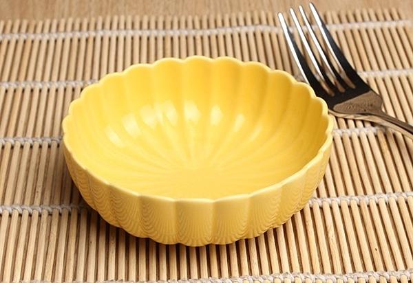 【協貿國際】創意黃色花瓣碟醬料碟醬汁碗 *5