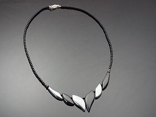 鐵膽石項鍊,此寶石可助人將氣下沉,使人的行事、作為更為穩健踏實。S144