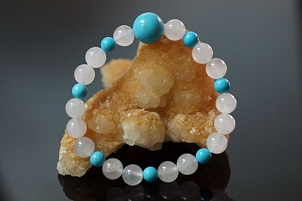 粉晶/中國松石  。具有可以招桃花,平衡圓滿而豐富的能量水晶。A419