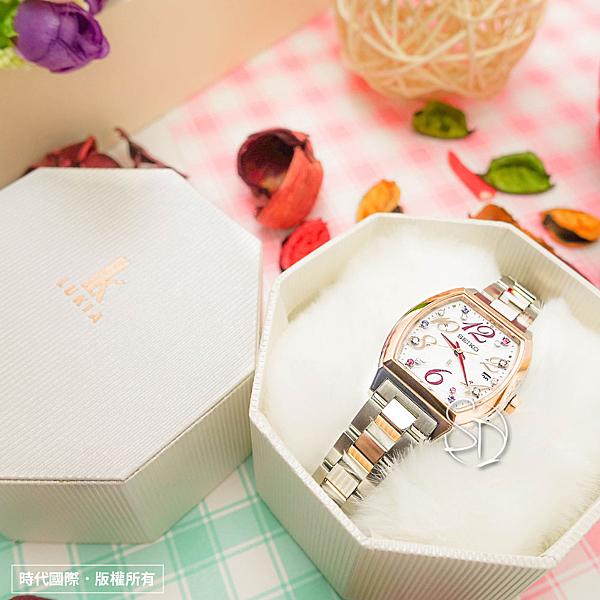 【台南 時代鐘錶 SEIKO】精工 LUKIA 太陽能電波腕錶 SSVW082J@1B22-0BB0KS 半金 27mm 公司貨