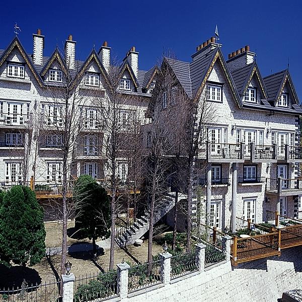●遠眺山景的絕佳之處n●維多利亞風格的浪漫城堡n●音樂城堡/老英格蘭皆通用喔!