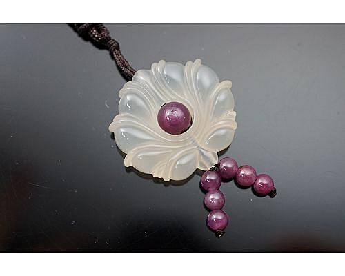 冰種玉髓 / 紅寶石 / 中國風墜飾,冰種玉髓以其清瑩透徹的質感、天然、亮麗的色彩優勢。M47