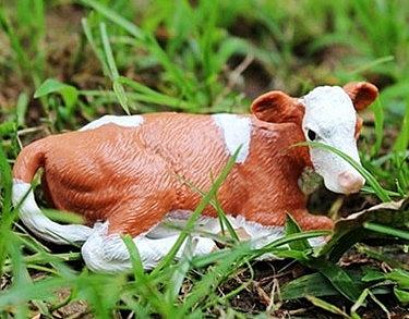 【協貿國際】野生動物西門塔爾臥姿小牛模型