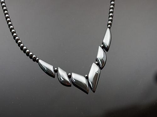 鐵瞻石項鍊,此寶石可助人將氣下沉,使人的行事、作為更為穩健踏實。S142