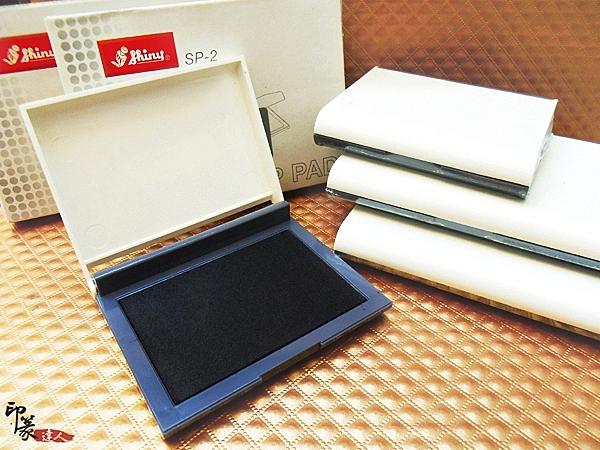 {印篆達人刻印鋪}橡皮專用印台(SP3)~墨色均勻好蓋、不易變形(有紅.藍.黑3色)
