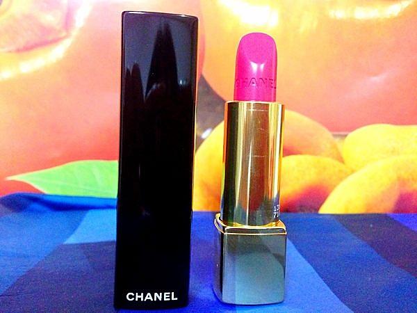 Chanel 香奈兒 超炫耀的絲絨唇膏色號#138 熱忱:散發活力的耀眼桃紅