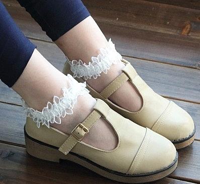 [協貿國際]日系小清新蕾絲公主襪短襪超薄款玻璃水晶絲襪女復古白色花邊襪子2雙入