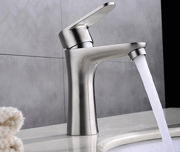 水龍頭 冷熱出水 浴室面盆 洗臉盆 304不銹鋼(砂光) 質優型美 附起泡器 出水綿密不噴濺