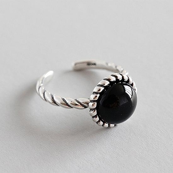 《 QBOX 》FASHION 飾品【SAR1813】精緻復古簡約天然黑瑪腦S925純銀開口戒指/戒環