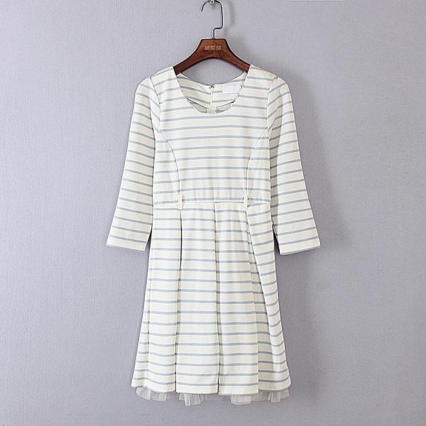 [超豐國際]好春秋裝女裝白色條紋約會利器連衣裙 33627(1入)