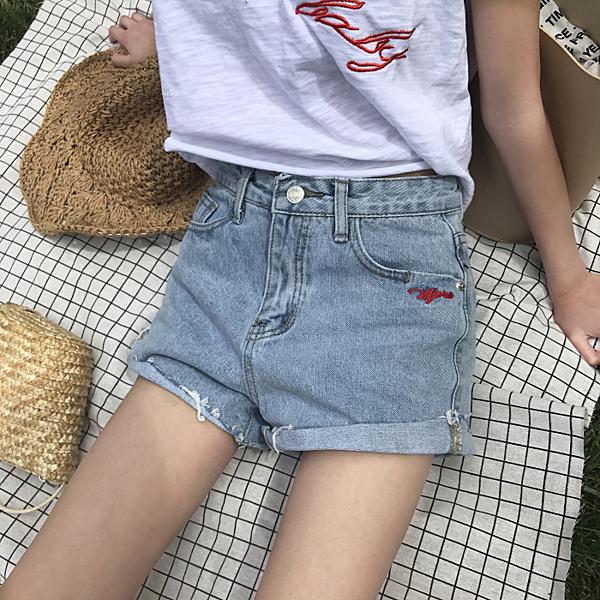 [超豐國際]夏季chic字母刺繡卷邊顯瘦學生牛仔短褲女熱褲潮(1入)