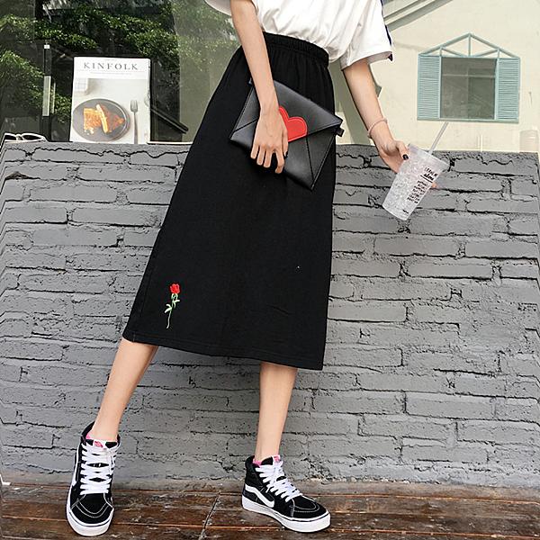 [超豐國際]夏季chic風運動休閑玫瑰花刺繡開叉包臀中長半身1入