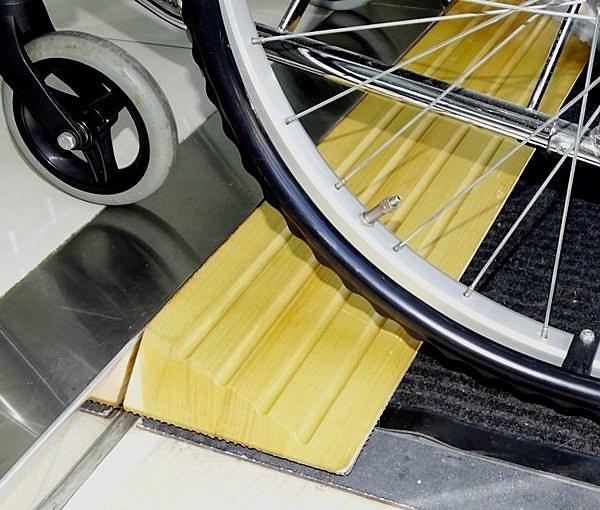 [特價中] 木製斜坡板 - 6cm高 美國白楊木 銀髮族 輪椅使用者 減緩高低差與段差 台灣製 [ZHTW1744-6]