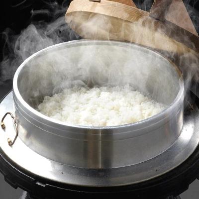 羽釜(はがま)で炊いた白米