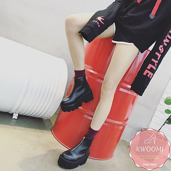馬丁靴 一字拉鍊好穿搭 短靴 裸靴 踝靴*Kwoomi-A94