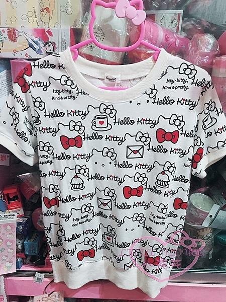 ♥小花花日本精品♥Hello Kitty凱蒂貓滿版咖啡信封圖案短袖上衣T恤百搭舒適好穿32079203