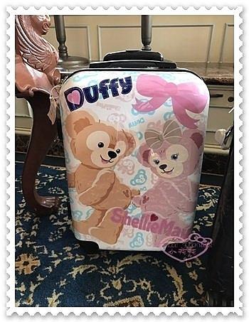 ♥小花花日本精品♥《Disney》迪士尼 達菲熊 雪莉玫 20吋行李箱 相親相愛 蝴蝶結 香港限定 (預購)