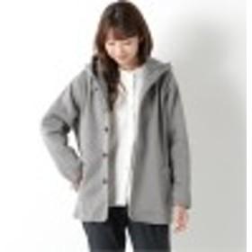 軽く羽織れるフード付きショートジャケット