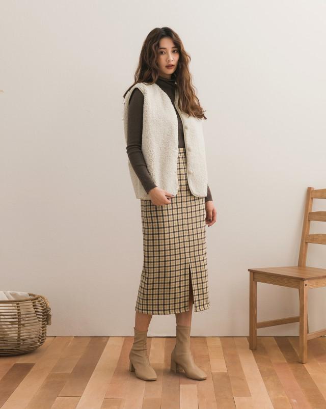 同色包布釦設計/無口袋/內層為麂皮/可外搭或是穿在大衣風衣內