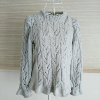 ライトグレーのセーター
