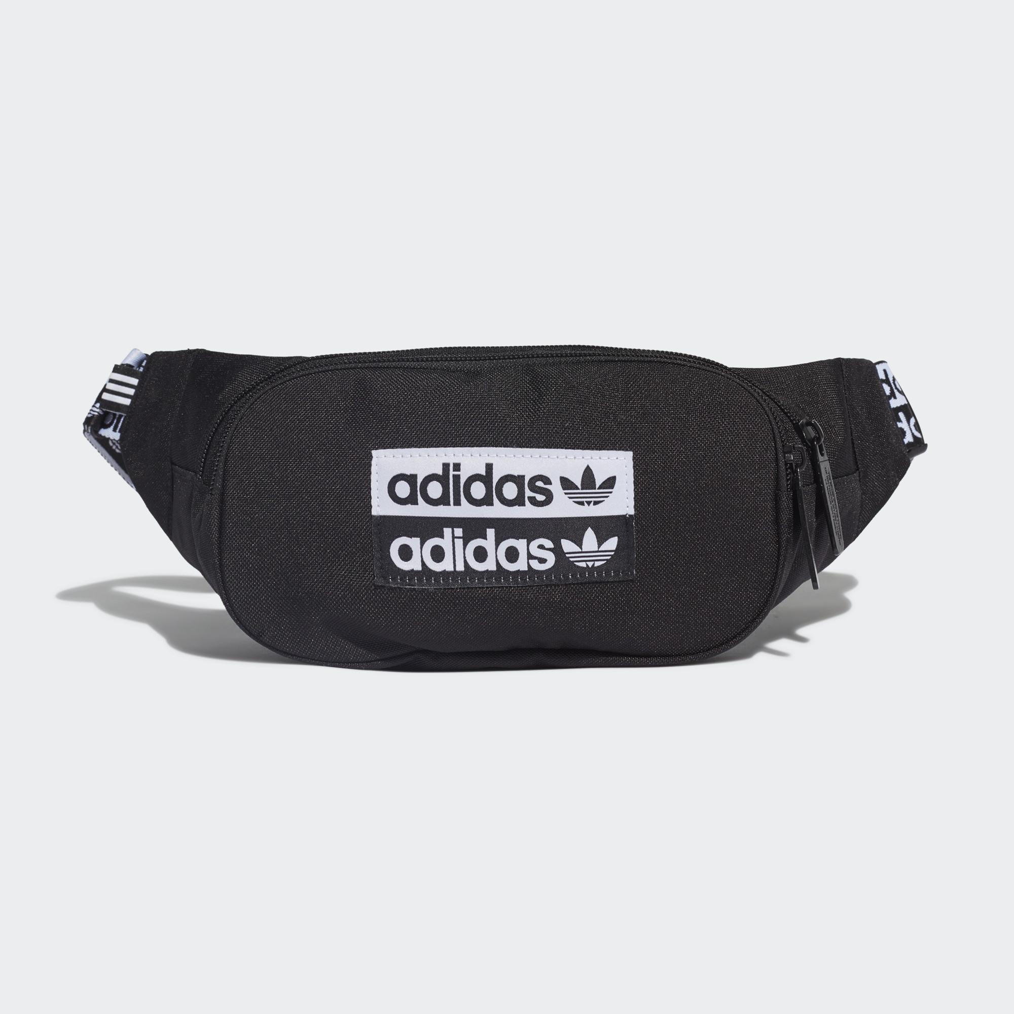 具有搶眼 adidas 字樣的現代包款