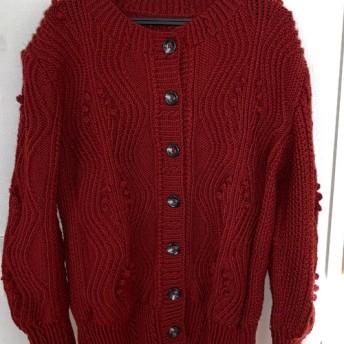 暖かい手編みカーディガン